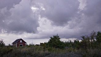 Gotland_sweden_little flag and red house